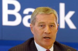 Jürgen Fitschen bank 300x199 Le vice président de la Deutsche Bank avoue que les profits bancaires sont économiquement insensés