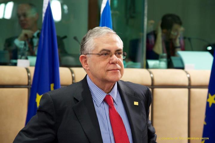 """M. Lukas Papademos fut nommé Premier ministre grec en novembre 2011 - en remplacement de M. Papandreou -, notamment sur pression de Goldman Sachs. Ce prétendu """"expert""""  laisse derrière lui une situation économique et sociale plus catastrophique que jamais."""
