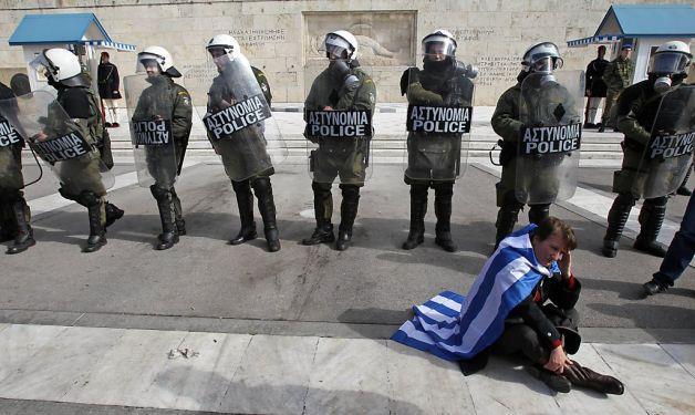 Les manifestations de jeunes grecs font l'objet d'une répression féroce, dont on ne parle pas dans les médias européistes français.