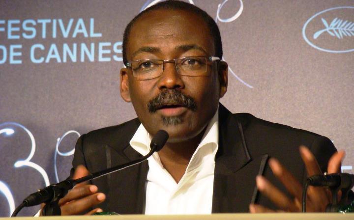 Mahamat SALEH HAROUN est un réalisateur tchadien né en 1961 à Abéché et qui vit en France depuis 1982. Il a réalisé son premier long-métrage, Bye Bye Africa, en 1999. Son deuxième long métrage, Abouna, a remporté le prix de la meilleure image au FESPACO de 2002. En 2010, son film Un homme qui crie, sélectionné en compétition officielle lors du Festival de Cannes 2010, remporte le Prix du Jury. Il a également reçu le prix Robert-Bresson en 2010.