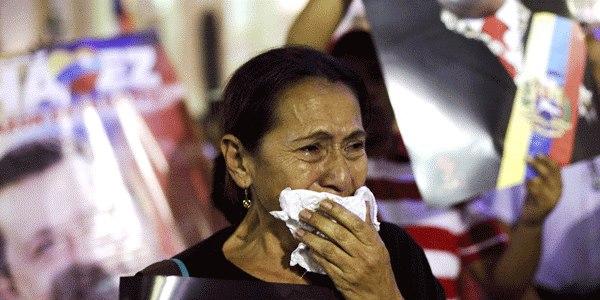 chavez_pleurs