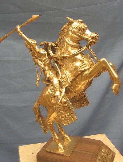 L'Étalon de Yennenga fait référence au mythe fondateur de l'empire Mossi. Yennenga est une princesse mythologique originaire du royaume de Dagomba, fille du naba Nedega et de la reine Napoko. Selon la légende, elle est la fondatrice du royaume Moogo (rassemblant les peuples mossis) dans l'actuel Burkina Faso. C'est en voulant fuir son destin qu'elle rencontre Rialé, un chasseur de sang princier. De leur union, nait un garçon prénommé Ouédraogo (le cheval mâle ou l'étalon) en l'honneur du destrier blanc qui conduisit la princesse au jeune chasseur. Yennenga est une figure très populaire au Burkina Faso. L'emblème national du pays, représenté sur les armoiries, est justement l'étalon blanc qui guida la princesse. et le patronyme Ouédraogo est le plus courant chez les mossis.