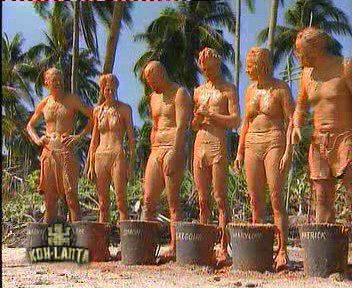 Les candidats de l'émission sont priés de se maculer de boue pour prouver qu'il s'agit de « réalité »