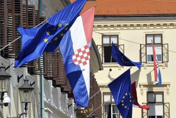 Bien que l'espace public en Croatie ait été envahi, de façon quasiment totalitaire, par les emblèmes du dogme européiste, 4 électeurs croates sur 5 ont administré un camouflet cinglant à leurs dirigeants en refusant d'aller voter aux premières élections au parlement européen organisées dans leur pays.