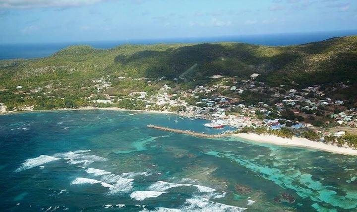 Grande Anse - Île de la Désirade - C'est ici, dans l'Île de la Désirade, dépendance de la Guadeloupe où vit Marie-Christine Clévy - n°2 de la liste UPR Outre-mer - que notre mouvement a réalisé son plus fort score national : 37,41% des suffrages (mais avec une abstention de 90,48% il est vrai).