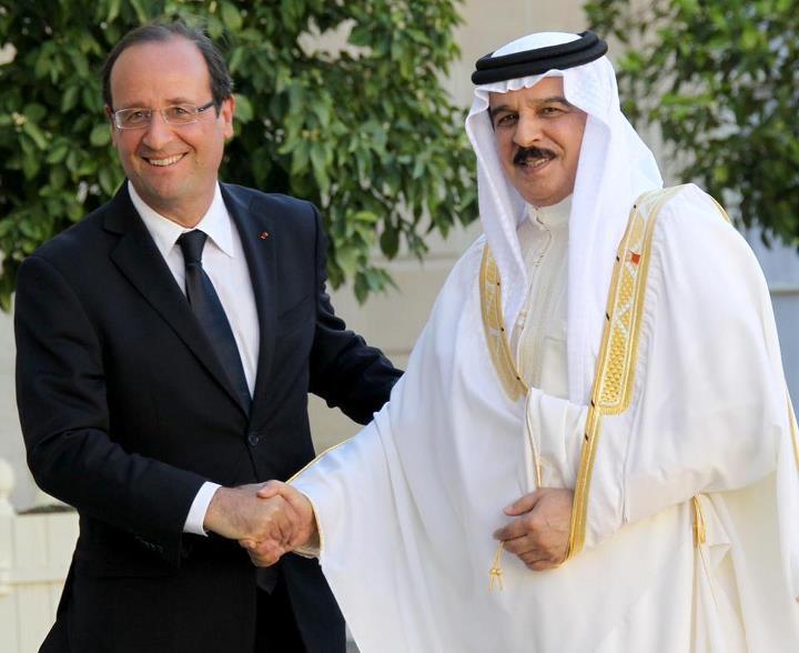 7 août 2012 : François Hollande reçoit chaleureusement le roi du Bahreïn à l'Élysée