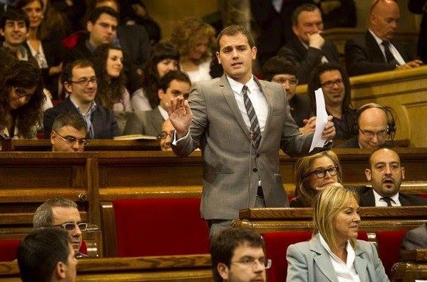Albert Rivera député anti-indépendantiste au Parlement régional catalan