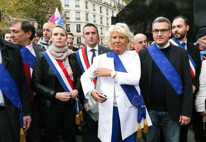 Aymeric Chauprade  écharpe aux couleurs de l'UE