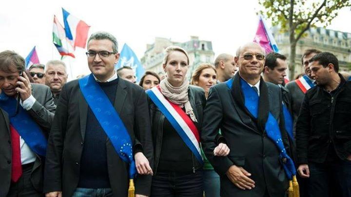 Aymeric Chauprade, arborent désormais sans vergogne leurs écharpes aux couleurs de l'UE