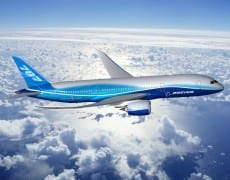 Au total, le B 787 devrait à lui seul générer entre 600 et 800 millions de dollars de ventes par an pour les industriels français partenaires. Source : http://www.lefigaro.fr/societes/2011/09/26/04015-20110926ARTFIG00629-b-787-dix-industriels-francais-sont-a-bord.php