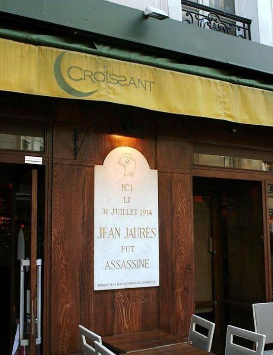 Jean Jaures chef des socialistes français fut assassiné par Raoul Villain à Paris au Café du Croissant 100 ans plus tard, les dirigeants français assassinent une deuxième fois Jean Jaurès
