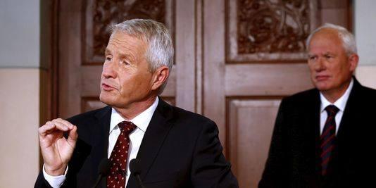Le président du Comité Nobel de la Paix, Thorbjørn Jagland, annonce comme chaque année à Oslo le nom du nouveau lauréat. Derrière lui, l'homme de l'ombre des Américains,  le secrétaire du Comité Nobel, Geir Lundestad.