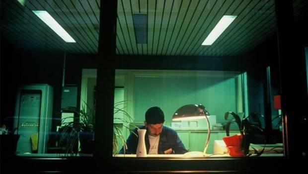 Travail de nuit pour un gardien réceptionniste immigré
