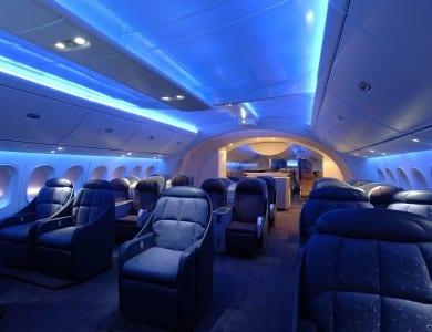 L'A 380 EST D'ABORD UN AVION AMÉRICAIN - Ce sont des sociétés américaines qui réalisent toute l'électronique embarquée, ainsi que les trains d'atterrissage et la motorisation (pour les versions équipées de moteurs Pratt & Whitney). La part américaine de la fabrication des Airbus A 380 se monte ainsi à de 38%, faisant des États-Unis le premier pays de fabrication par ordre d'importance.