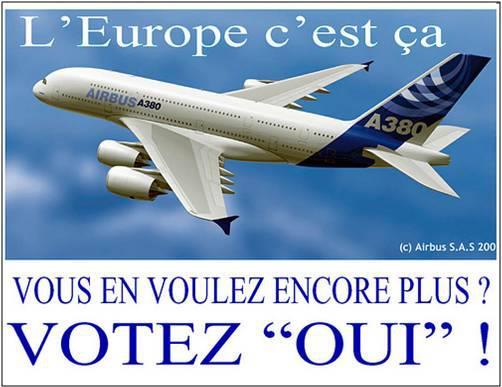 LE SUMMUM DU MENSONGE DE LA PROPAGANDE EUROPÉISTE - Affiche du Parti fédéraliste européen (parti politique français) appelant à voter OUI au référendum de 2005 sur la Constitution européenne. Comme beaucoup de responsables européistes de l'UMP, du PS ou d'ailleurs, ce parti a voulu faire croire aux Français que c'était grâce à la construction européenne et à l'UE que l'on devait l'A 380. C'est un mensonge multiforme : 1) les institutions européennes n'ont jamais joué aucun rôle dans AIRBUS ; 2) une minorité d'États de l'UE participent à la construction des AIRBUS ; 3) la première part dans la fabrication de l'A 380 est la part américaine ; 4) enfin, le taux de change de l'euro - qui découle bien, lui, de la construction européenne est en train de pousser àla délocalisation hors d'Europe de toute l'industrie aéronautique française.