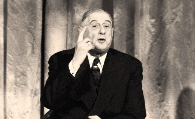 « La France a été traitée comme un paillasson ! Churchill m'a convoqué comme un châtelain sonne son maître d'hôtel. » Salon doré
