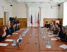 délégation UPR en session de travail et responsables de la Douma de Sébastopol 1