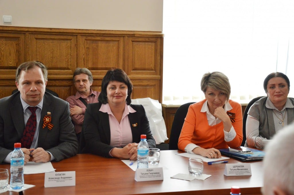 délégation UPR en session de travail et responsables de la Douma de Sébastopol
