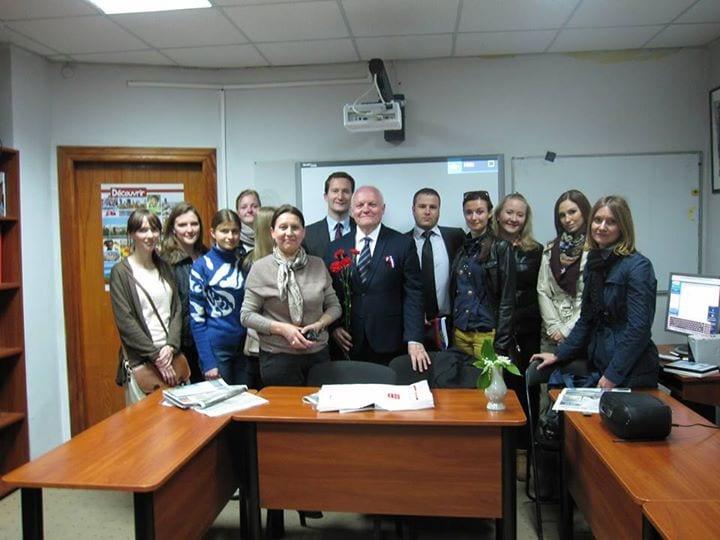 Un accueil reconnaissant et chaleureux, mais teinté de tristesse et de sentiment d'abandon, par les étudiants de l'Alliance française de Sébastopol.
