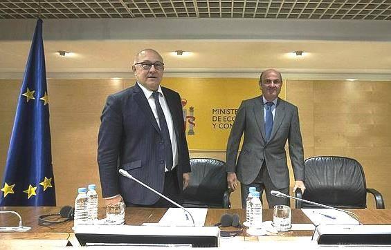 Michel Sapin apporte le soutien de la France au ministre espagnol de l'Économie, un financier de droite ultra-libérale, pour prendre la présidence de l'Eurogroupe