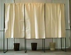 un-isoloire-d-un-bureau-de-vote-upr