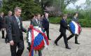 Reportage photos sur le dépôt de gerbes au monument aux morts français et russes sur la colline de Malakoff de Sébastopol